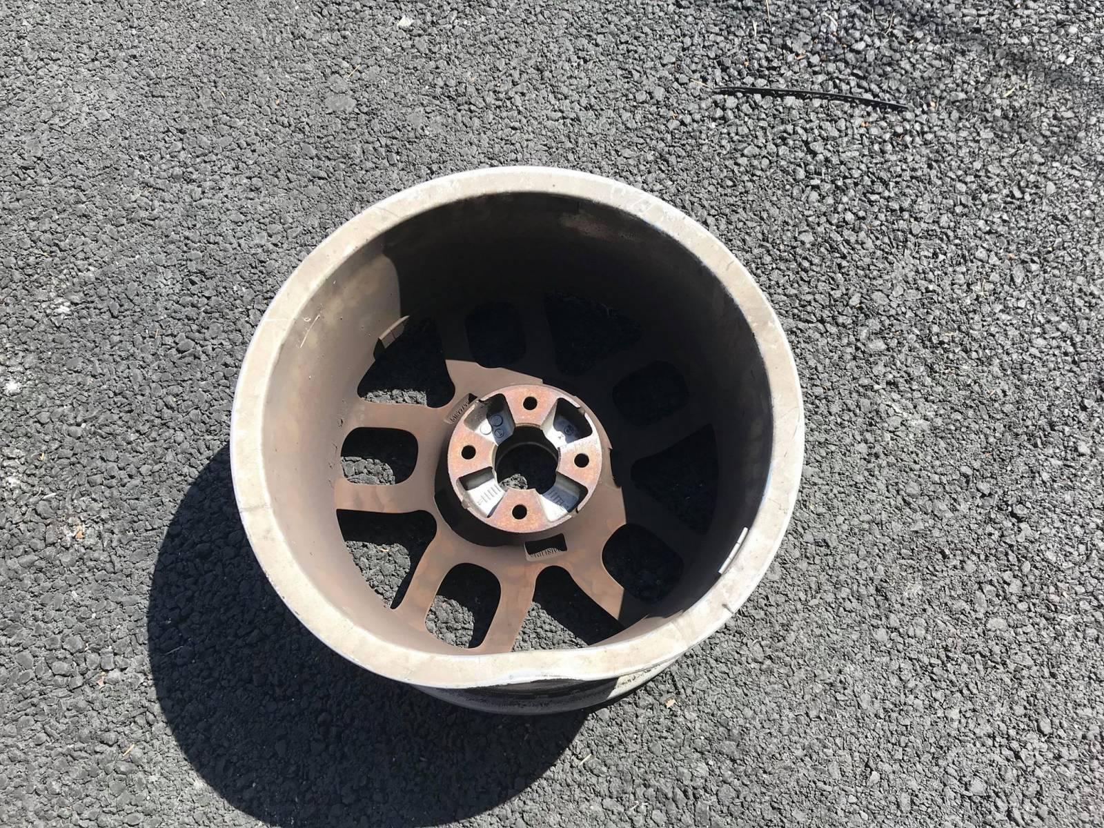 Services De Réparation Jantes Aluminium Merignac Nettoyage Automobile De Luxe Bordeaux Comptoir Automobile Du Reflet