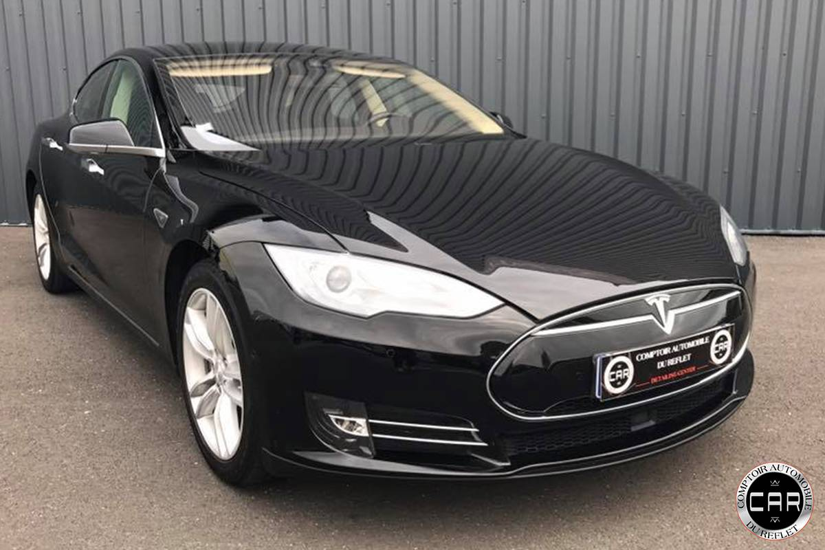 r novation carrosserie pour cette tesla model s p85 nettoyage automobile de luxe bordeaux. Black Bedroom Furniture Sets. Home Design Ideas